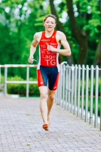 Lauf, Kerstin, Lauf! Beim ersten Triathlon 2019 in Versmold im neuen mw1 Tri Team TG Lage Einteiler. Hat bei Kälte leider kaum gewärmt - sicher nicht nur deshalb schnell auf Platz 1 in der AK... ;-)